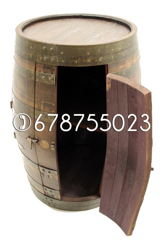 Barrica Armario Botellero realizado en madera de roble.