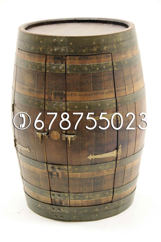 Armario de barricas, armario de barriles, botellero hecho con barriles.