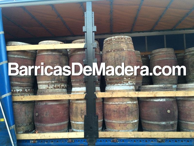 Used-wine-barrels-spain02